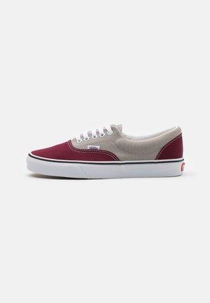 ERA UNISEX - Sneakersy niskie - drizzle/port royale
