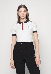 Fila - HATEYA - Print T-shirt - blanc de blanc/black iris - 0