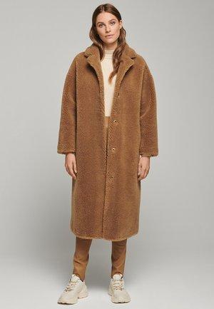 FLORENCE - Halflange jas - camel