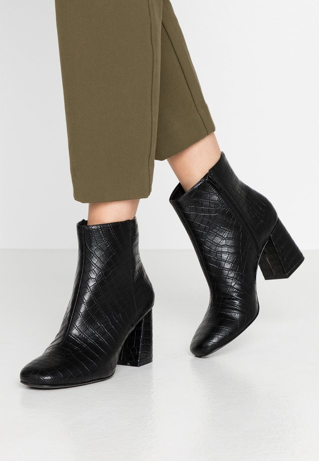 WEI - Korte laarzen - black