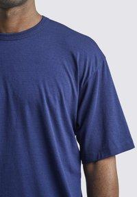 Icebreaker - T-shirt basic - royal navy - 5