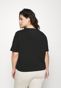 Tommy Jeans Curve - CENTER BADGE TEE - Print T-shirt - black - 2