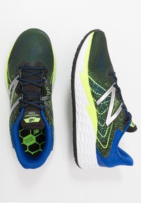 New Balance - FRESH FOAM EVARE - Zapatillas de running neutras - black - 1