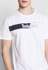 Timberland - KENNEBEC RIVER HORIZONTAL GRAPHIC TEE - Print T-shirt - white - 5