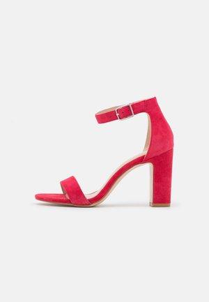 Sandály na vysokém podpatku - framboise