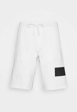 BLOCKING LOGO - Shorts - white