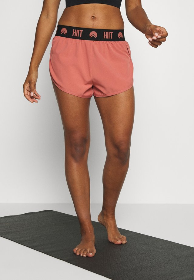 ESSENTIAL BRANDED SHORT - Sports shorts - salmon