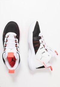 Jordan - JUMPMAN 2020 - Basketball shoes - white/metallic silver/black/infrared - 1