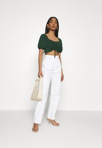 Glamorous - RUCHED CROP TOP - Print T-shirt - forest green - 1