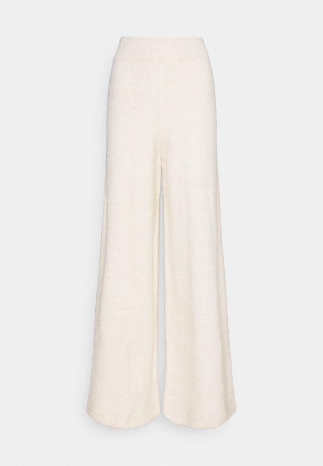 NA-KD X ZALANDO EXCLUSIVE - FLUFFY PANTS - Spodnie materiałowe - white