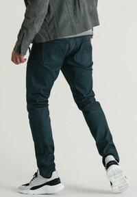 CHASIN' - ROSS JUPITER - Slim fit jeans - dark blue - 1