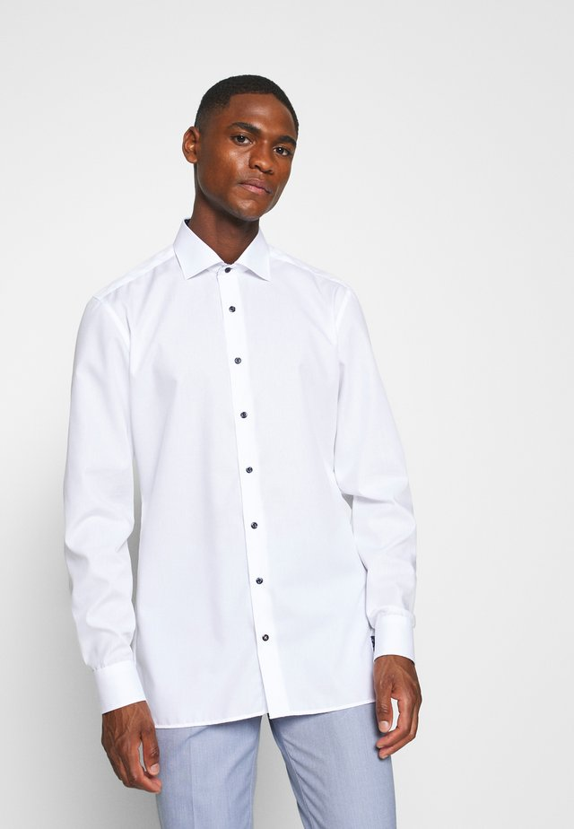 CLASSIC KENT KRAGEN - Camisa elegante - white