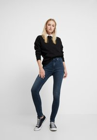 Calvin Klein Jeans - HIGH RISE SKINNY - Jeans Skinny Fit - shaded blue black smart - 1