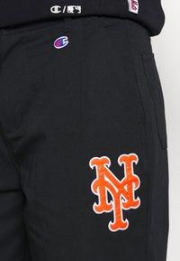 Champion - MLB PREMIUM NEW YORK METS STRAIGHT HEM PANTS - Club wear - black - 5