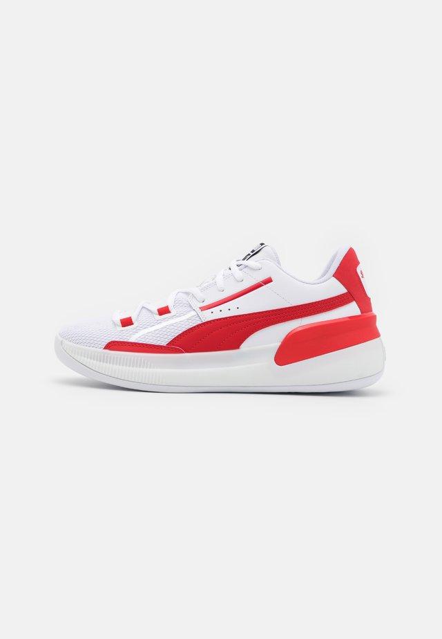 CLYDE HARDWOOD TEAM - Basketbalové boty - white/high risk red