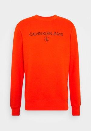 ARCHIVE LOGO CREW NECK - Sweatshirt - cherry tomato
