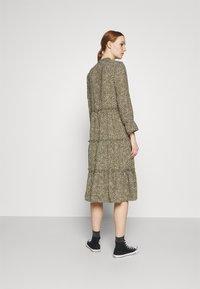 Vero Moda - VMFELICITY 7/8 CALF DRESS  - Vestido informal - ivy green/felicity - 2