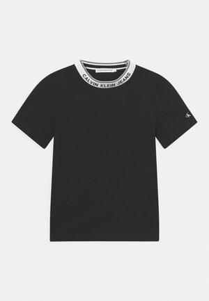 INTARSIA - T-shirt con stampa - black