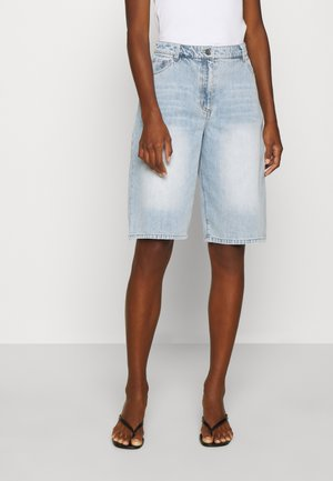 BERMUDA - Relaxed fit jeans - fade into
