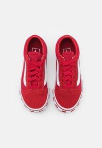 Vans - OLD SKOOL UNISEX - Sneakers laag - chili pepper/true white - 3
