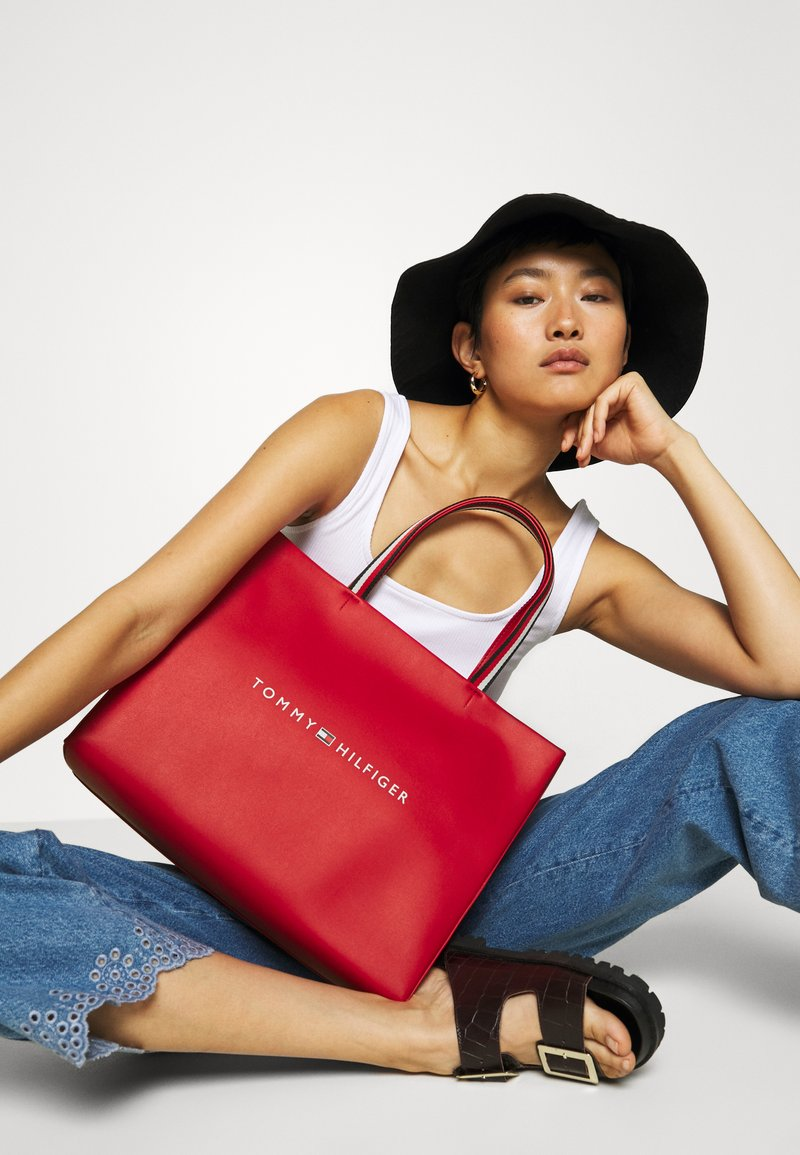 Tommy Hilfiger - BAG - Shopping bag - red