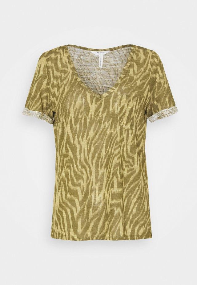 OBJTESSI SLUB V NECK SEASON - T-shirt print - khaki/sandshell zania