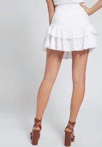 Guess - GALLER SPITZE - A-line skirt - weiß - 2