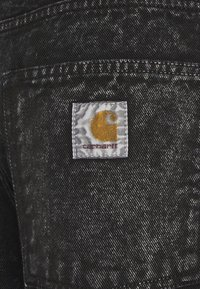 Carhartt WIP - NEWEL PARKLAND - Farkkushortsit - black worn - 5