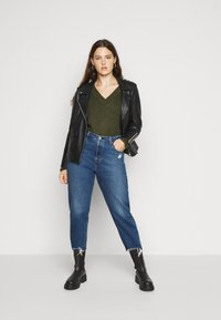 Levi's® Plus - 501® CROP - Jeans slim fit - dark blue denim - 1