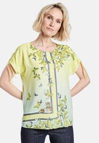 Gerry Weber - Print T-shirt - off white ligh lime aloe druck - 0