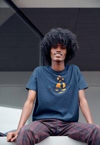 Vivienne Westwood - KID CLASSIC UNISEX - Print T-shirt - navy - 5