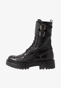 UMA PARKER - Platform boots - foulard nero - 1