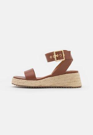 BUCKLED PROFILE SOLE - Platform sandals - brown