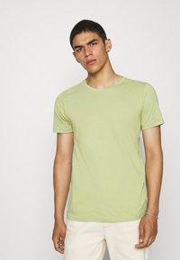 KnowledgeCotton Apparel - ALDER TEE - Basic T-shirt - sage light dustygreen - 0