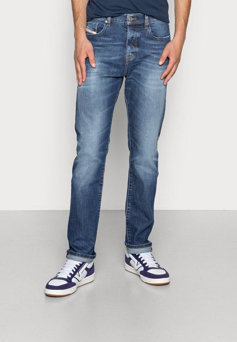 Diesel - D-VIKER - Straight leg jeans - 09a92 01