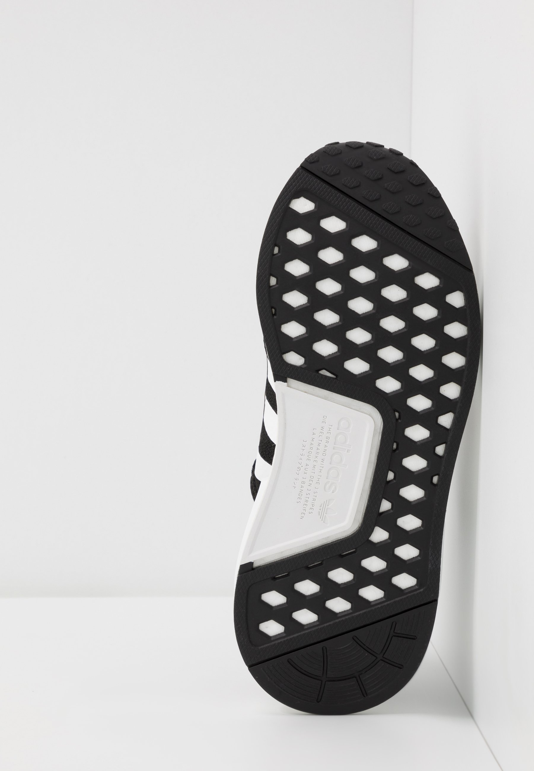 adidas Originals NMD_R1.V2 Sneaker low core black/footwear white/schwarz