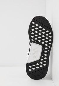 adidas Originals - NMD_R1.V2 - Matalavartiset tennarit - core black/footwear white - 4