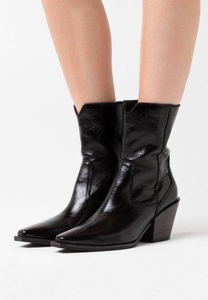 TONI - Cowboy/biker ankle boot - schwarz
