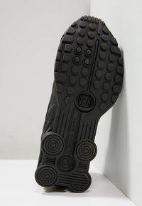 Nike Sportswear - SHOX R4 - Zapatillas - black - 5