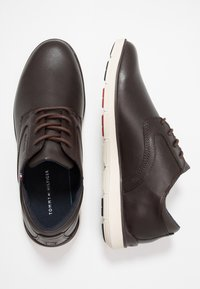 Tommy Hilfiger - LIGHTWEIGHT CITY SHOE - Casual lace-ups - brown - 1