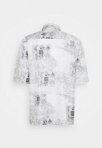 Han Kjøbenhavn - BOXY  - Camicia - bleach diamond - 8