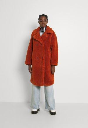 Zimní kabát - rust
