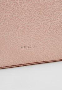 Matt & Nat - ABBI DWELL - Sac à main - pebble - 6