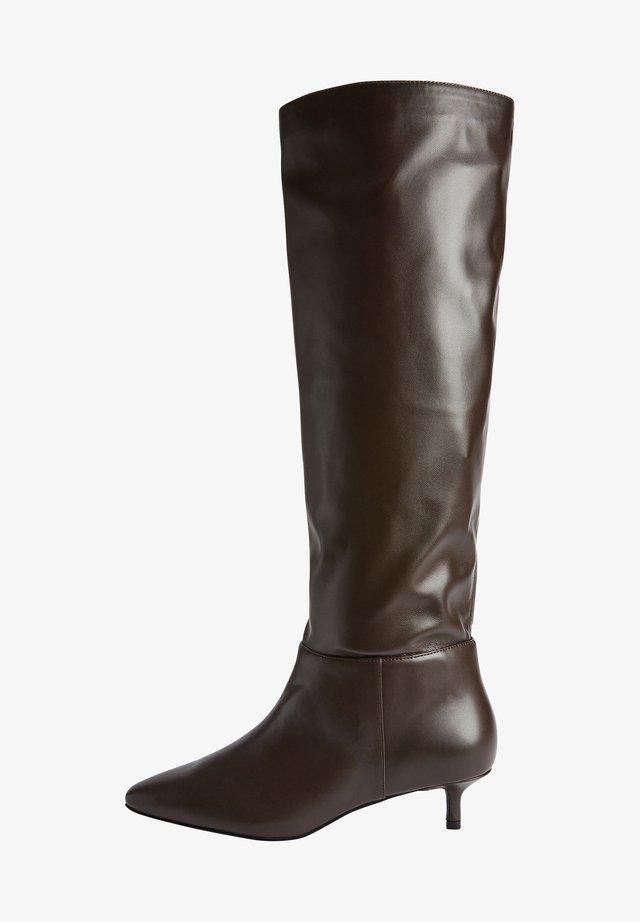 FOREVER COMFORT KITTEN HEEL LONG - Laarzen - brown