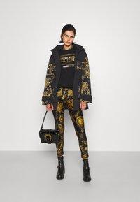 Versace Jeans Couture - OUTERWEAR - Parka - black/gold - 1