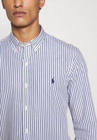 Polo Ralph Lauren - SLIM FIT STRIPED POPLIN SHIRT - Shirt - white/sky blue - 6