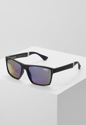 YAKIMA - Sunglasses - matte black/triple fade revo