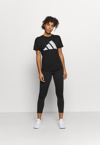 adidas Performance - WIN 2.0 TEE - T-shirt imprimé - black melange - 1