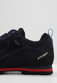 Millet - FRICTION GTX - Hiking shoes - saphir/rouge - 5