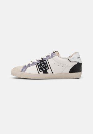 SKOOL MONOGRAM  - Sneakers laag - white/black